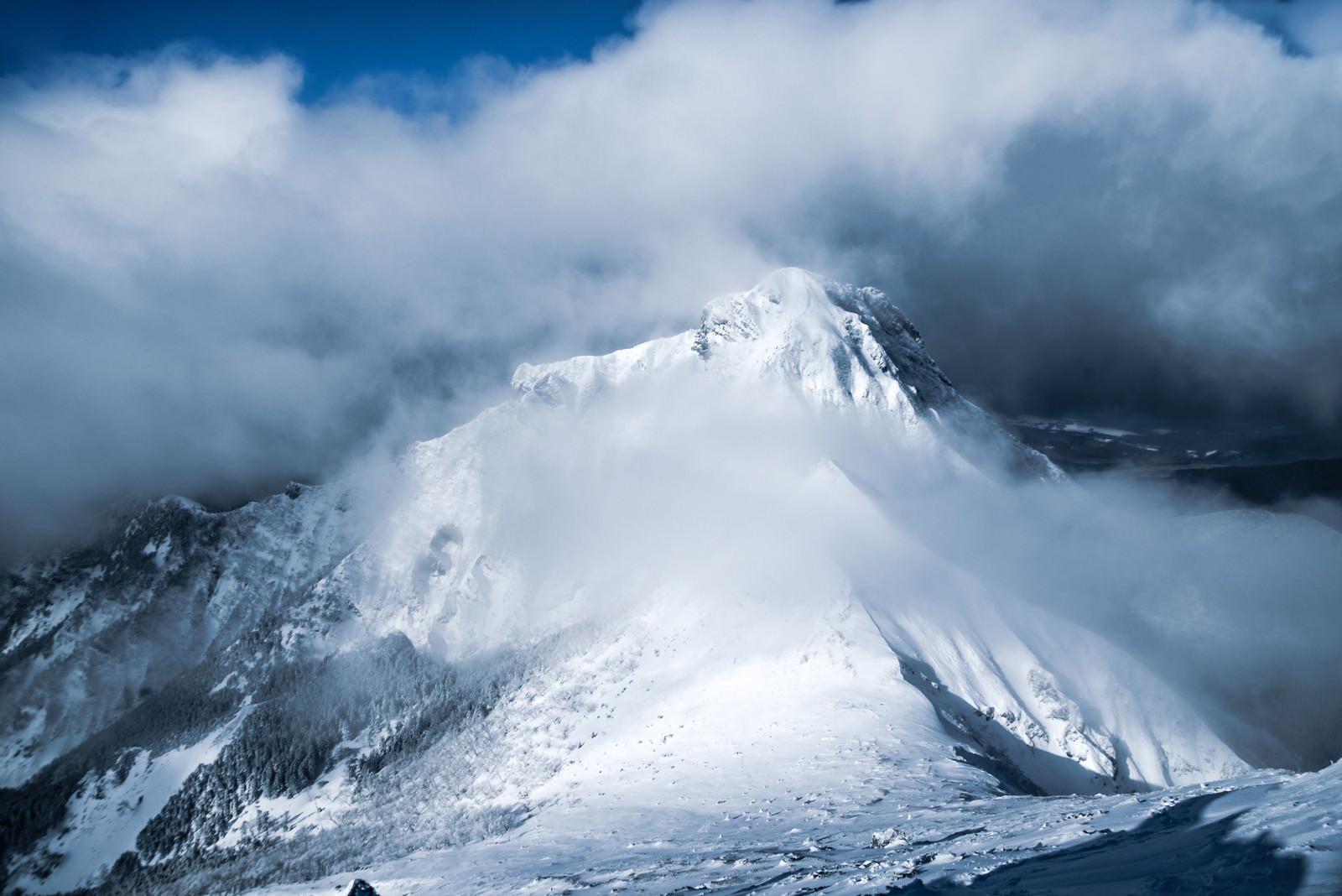 「降雪直後の阿弥陀岳(八ヶ岳南部)」の写真