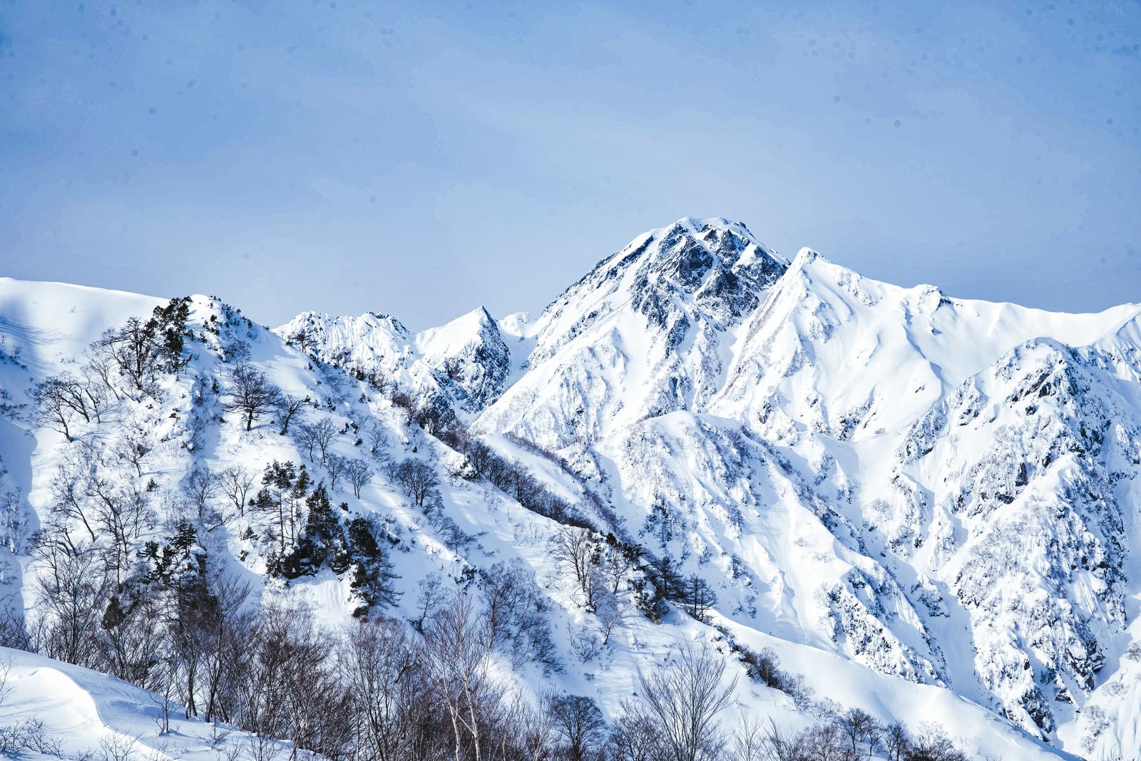 「菱形の雪形(五竜岳)」の写真