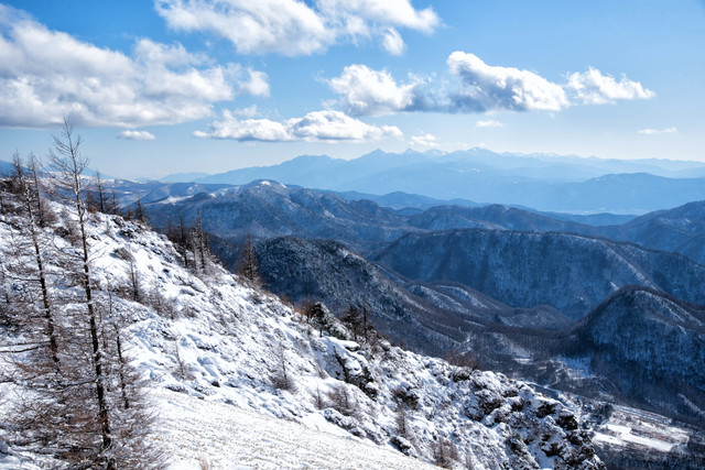 冬の美ヶ原から見える南アルプスの写真