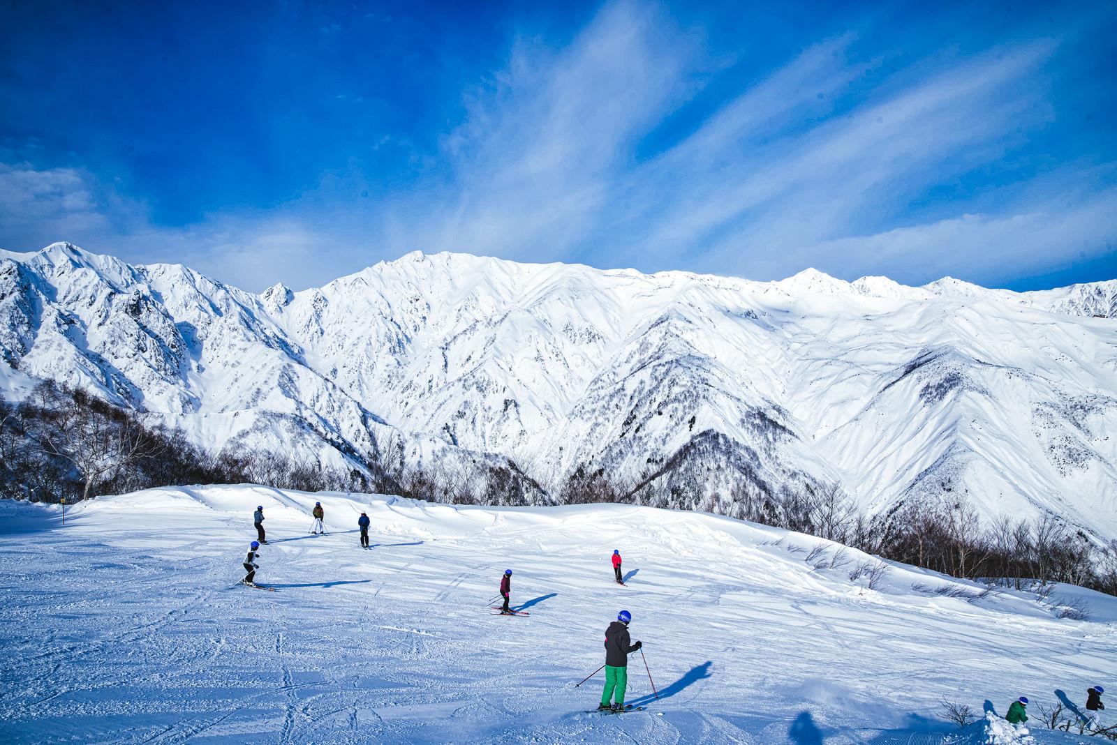 「白馬三山と唐松岳が見えるスキー場」の写真