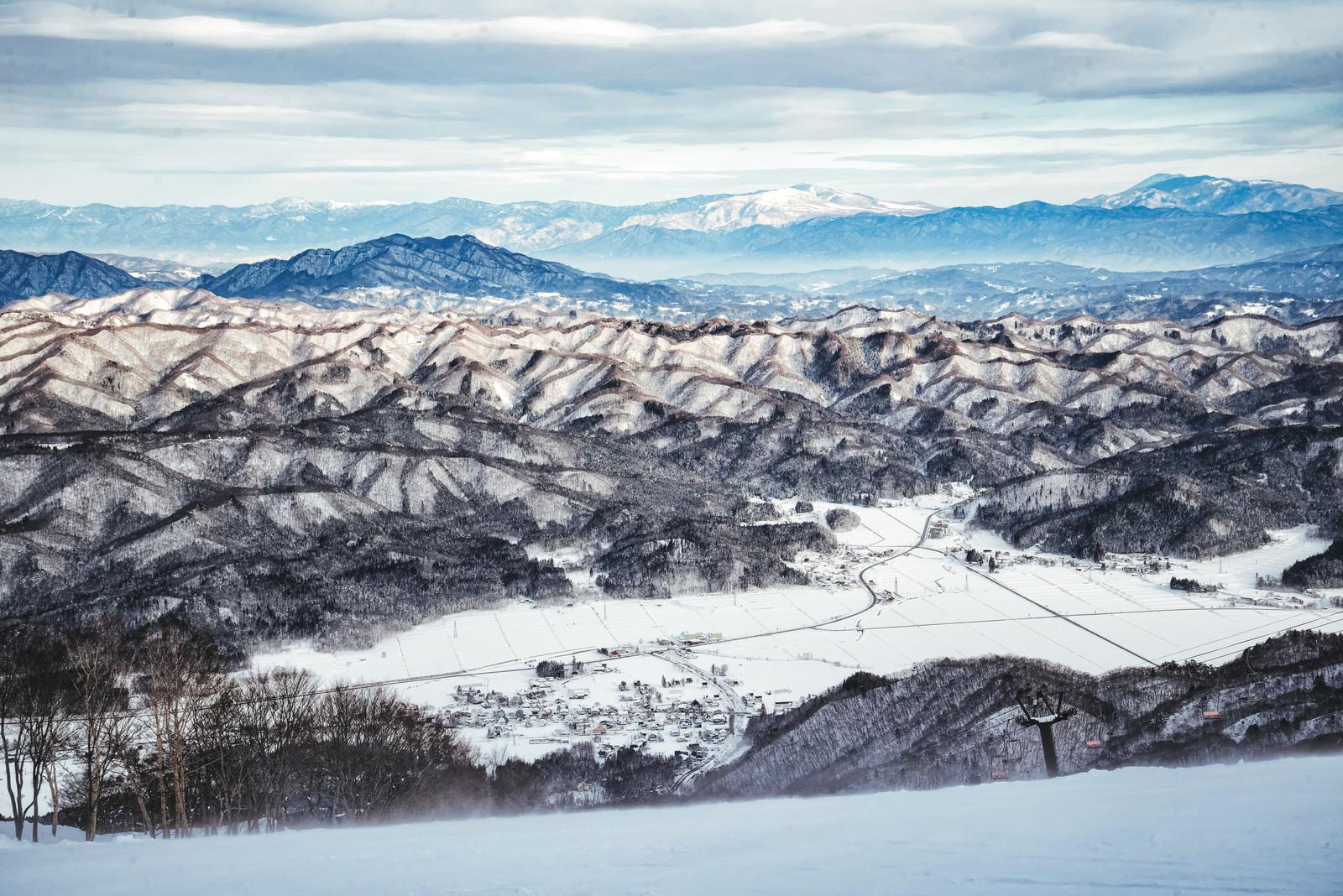 「白馬五竜スキー場から見える雪化粧した山々」の写真