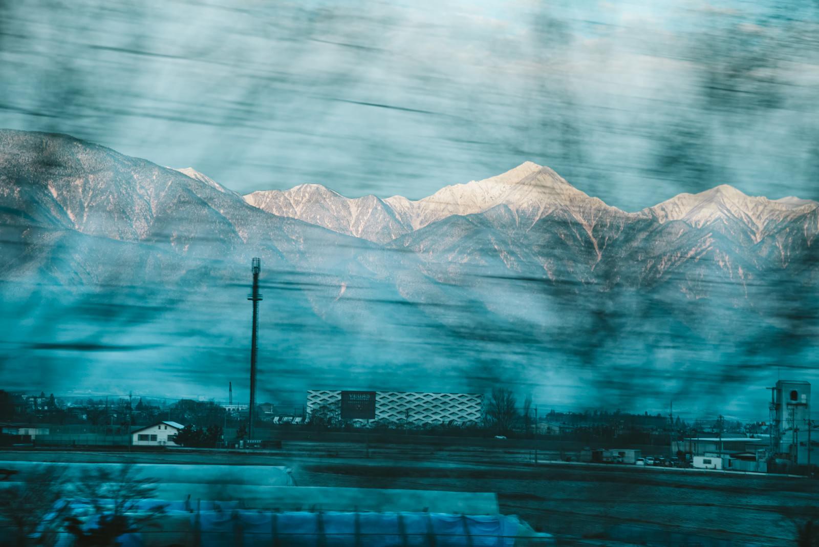 「車窓から見える常念岳(北アルプス)」の写真