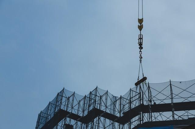 建設現場の玉掛けの写真