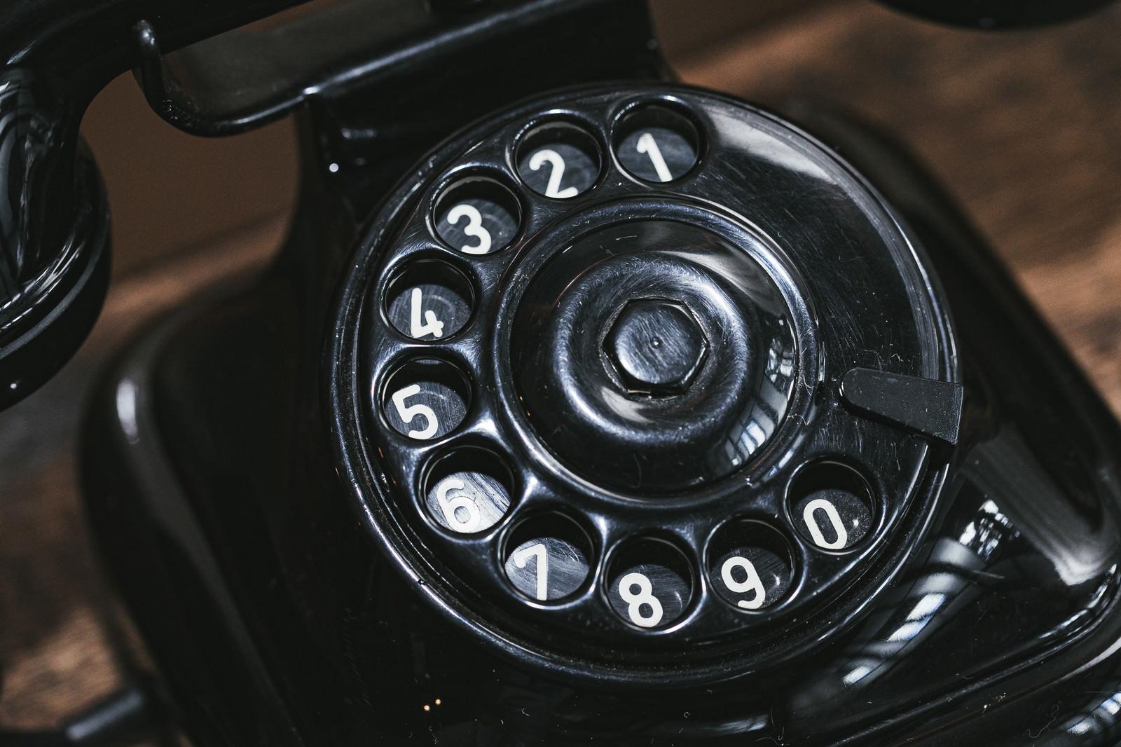 「黒電話のダイヤル」の写真