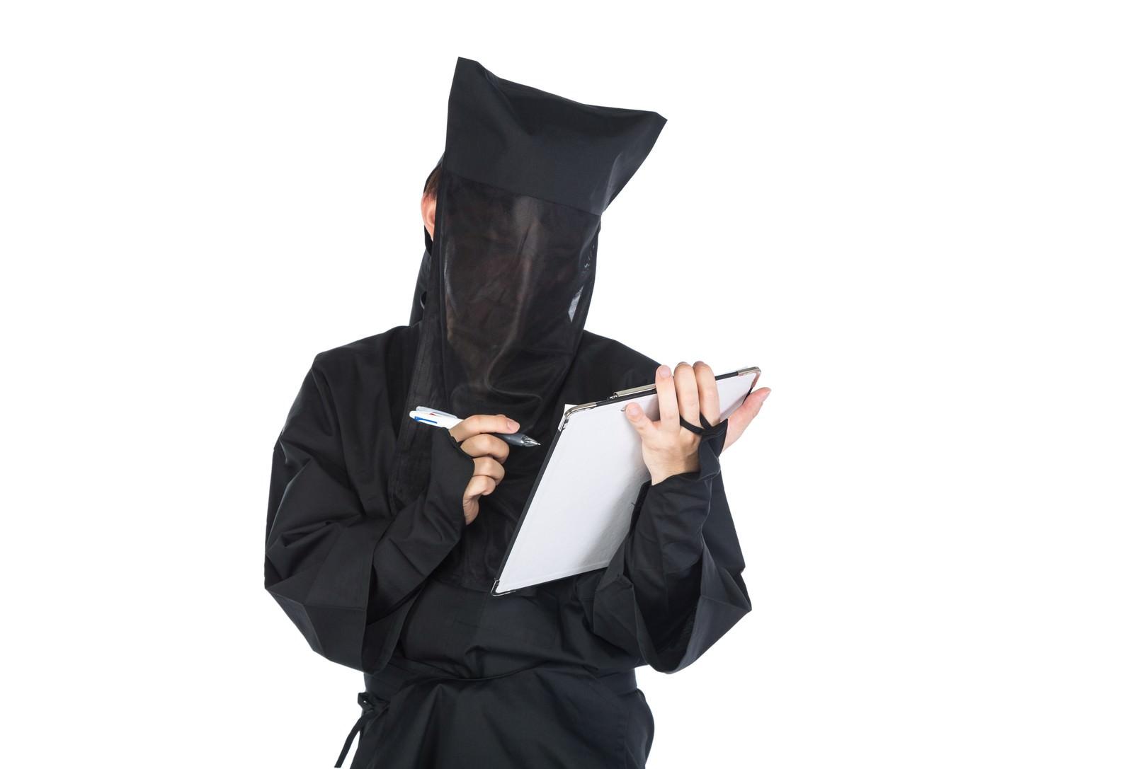 「匿名のチェックシート」の写真[モデル:鈴木秀]