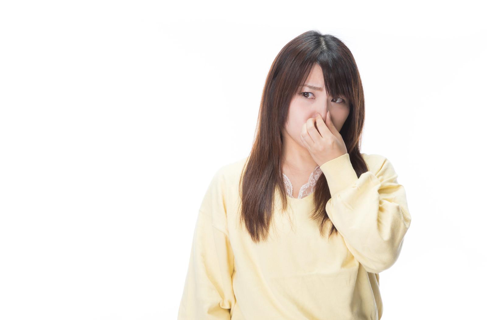 「体臭きついんで近寄らないでくれませんか?的な女性」の写真[モデル:Lala]