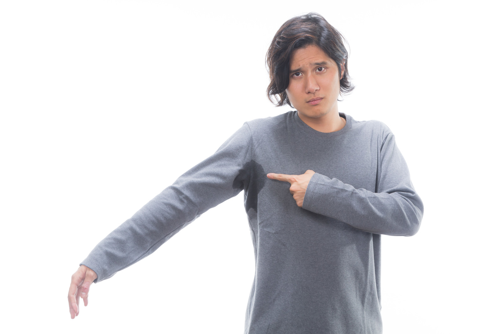 「脇汗をかきやすい男性」の写真[モデル:竹田匡宏]