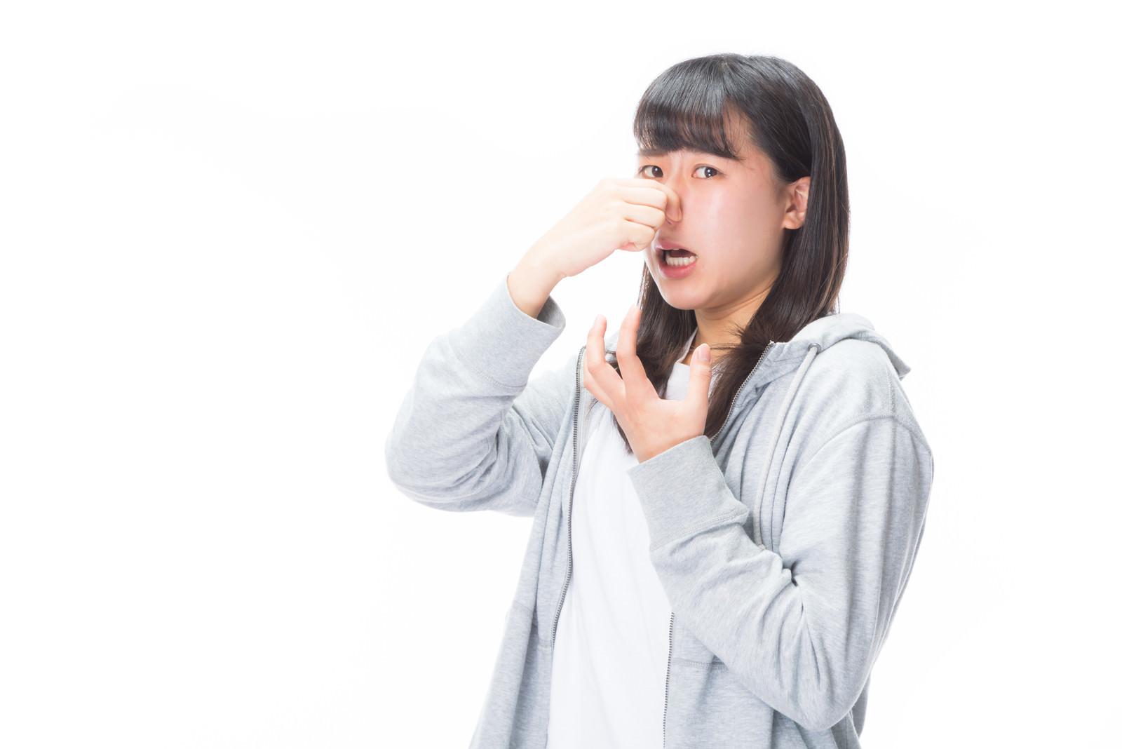 「悪臭で息が詰まる女性悪臭で息が詰まる女性」[モデル:Mizuho]のフリー写真素材を拡大