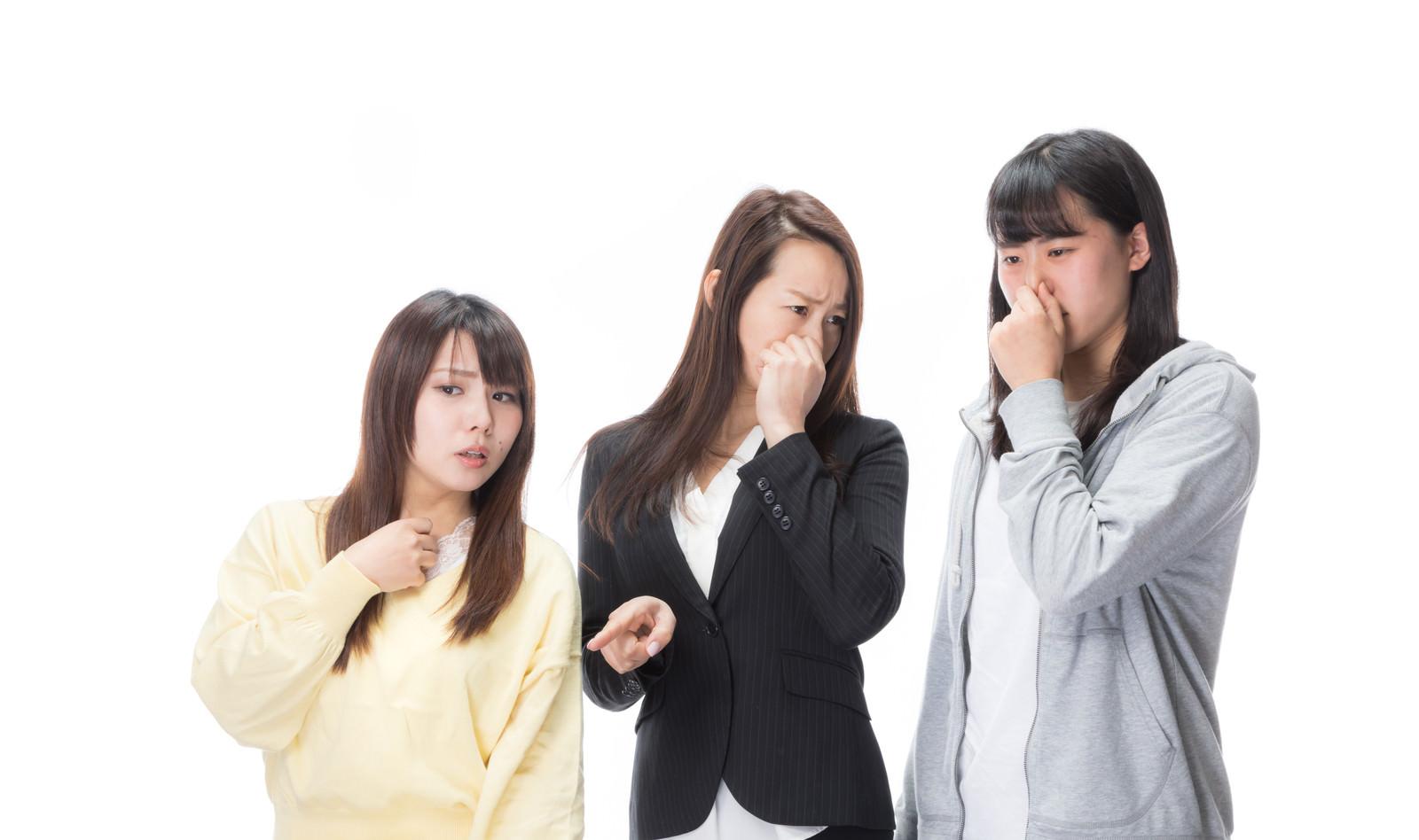 「悪臭に耐えきれない女性三人」の写真[モデル:Lala Mizuho 土本寛子]
