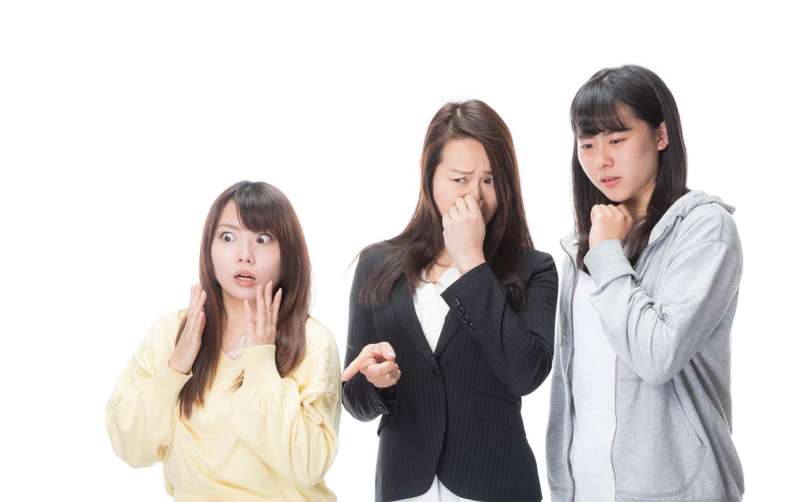 「驚愕するほどの悪臭を嗅ぐ女子達」の写真[モデル:Lala Mizuho 土本寛子]