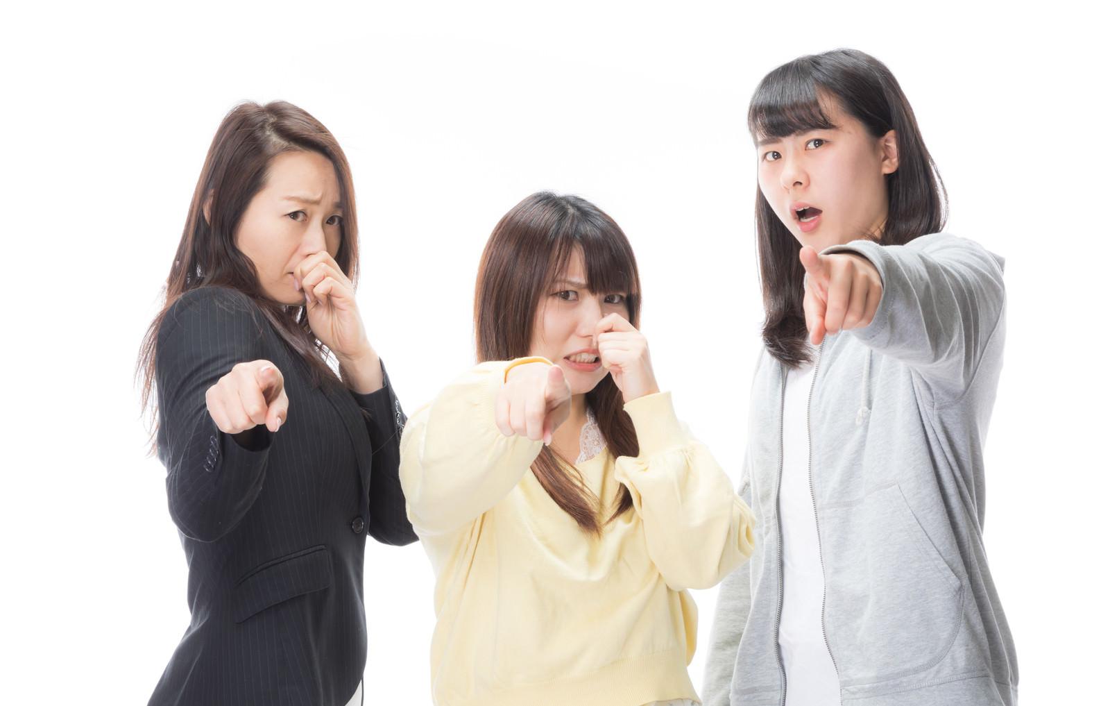 「においの原因をつきとめた女子三人臭 | 写真の無料素材・フリー素材 - ぱくたそ」の写真[モデル:Lala Mizuho 土本寛子]