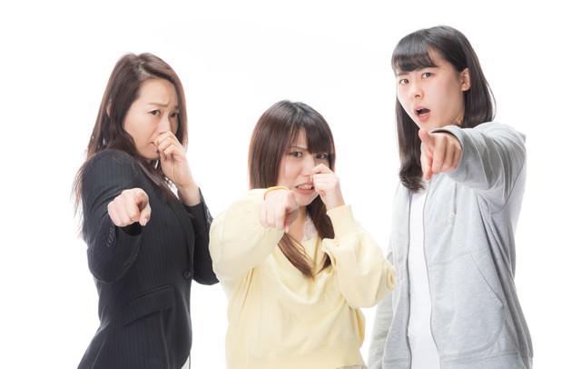 においの原因をつきとめた女子三人臭の写真