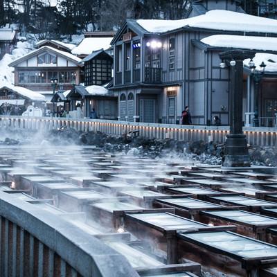 草津温泉の湯畑と温泉街の写真