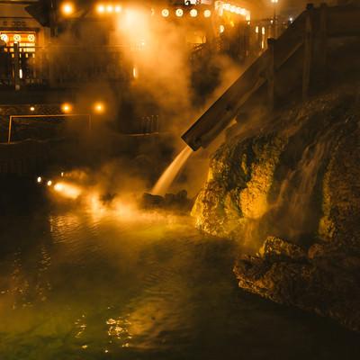 「ライトアップされた草津温泉中心部」の写真素材