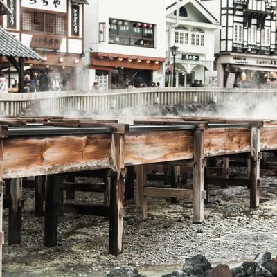 「湯樋の側面(草津温泉)」の写真素材