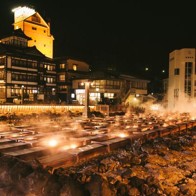 「草津温泉湯畑の夜景」の写真素材