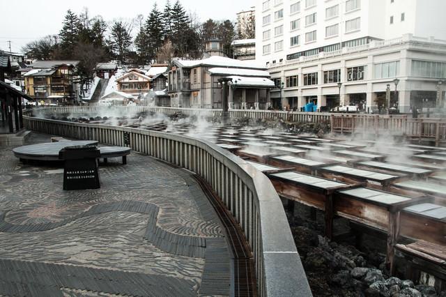 草津温泉街と湯畑の写真