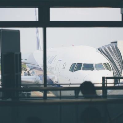 「旅客機と搭乗客」の写真素材
