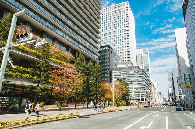 京橋駅前の高層ビルの写真