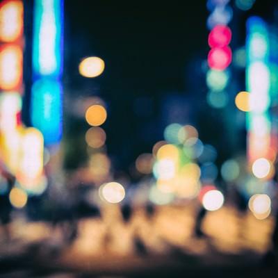 丸ボケの繁華街(夜間)の写真