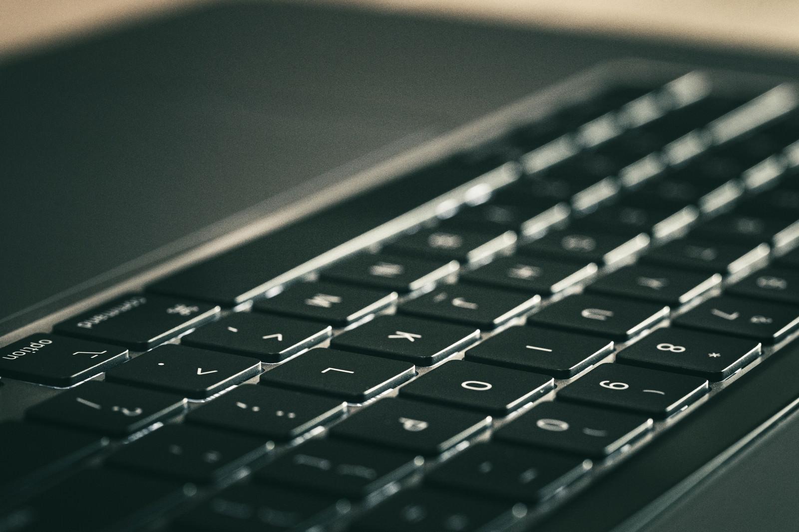 「マットな質感のキーボード」の写真