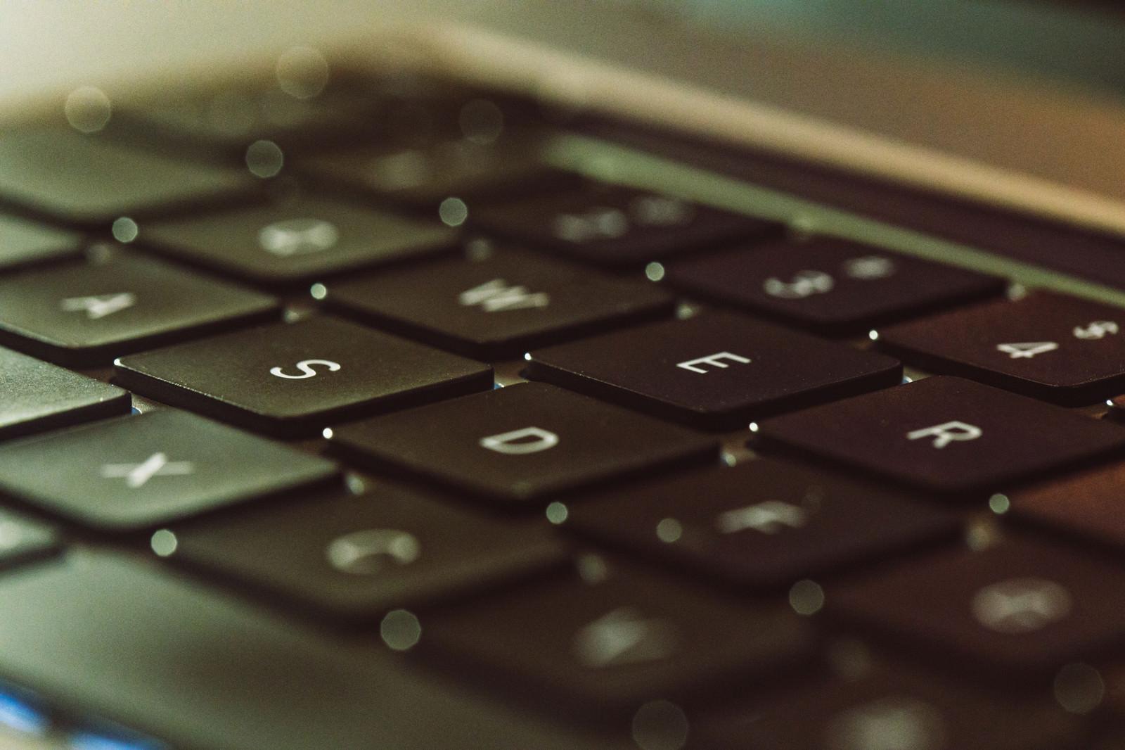 「ロックオンしたキーボードのSボタン(Macbook)」の写真