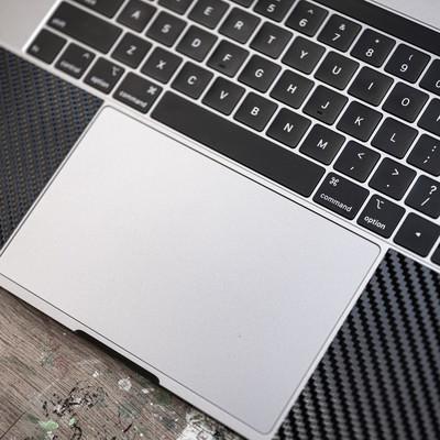 MacBookのトラックパッドの写真