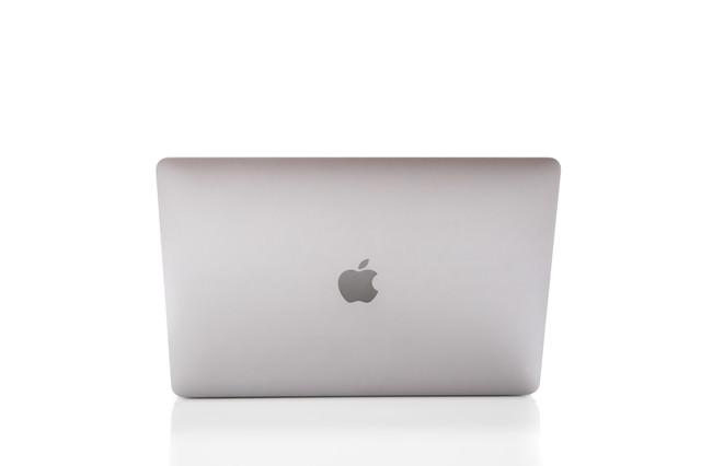 Macbookの背面の写真