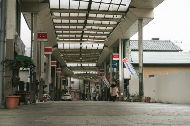 アーケードのある前橋中心商店街の写真
