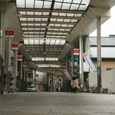 「アーケードのある前橋中心商店街」の写真素材