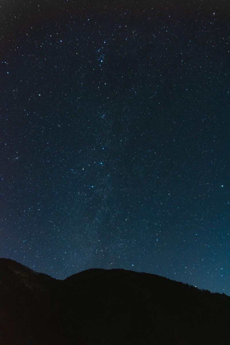 「巣栗渓谷から立ち上がる天の川」の写真