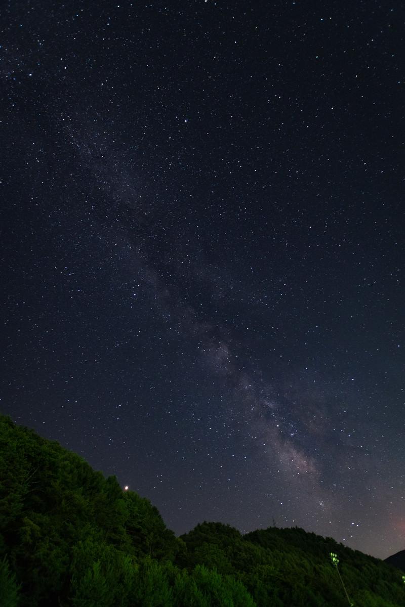 「美ヶ原の麓から見た天の川」の写真