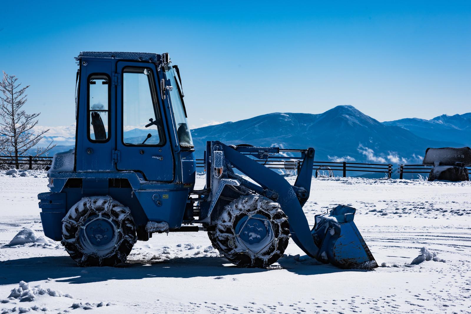「停車中の除雪車」の写真