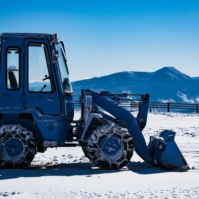 停車中の除雪車の写真