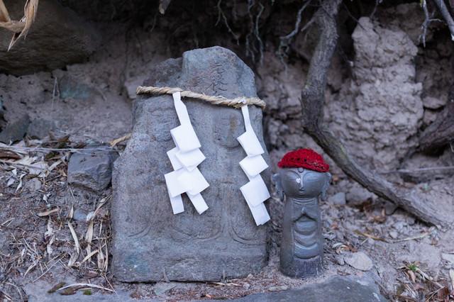 鳥屋(とや)の双体道祖神の写真