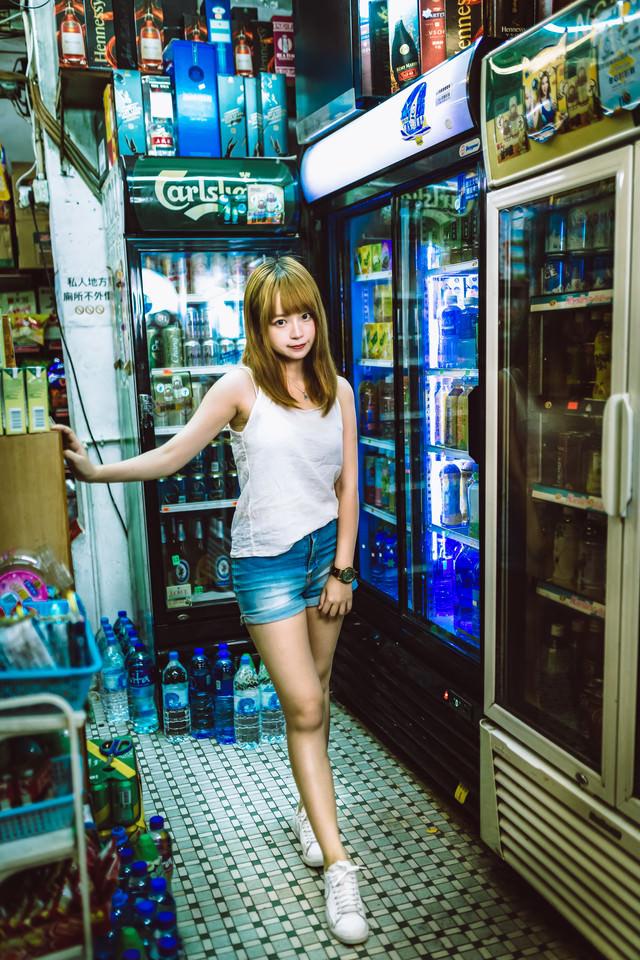 香港の下町で見つけた美少女の写真