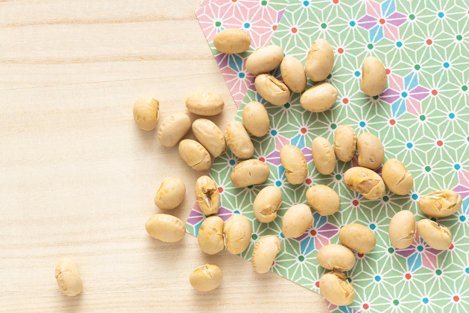 「折り紙と節分の豆」の写真