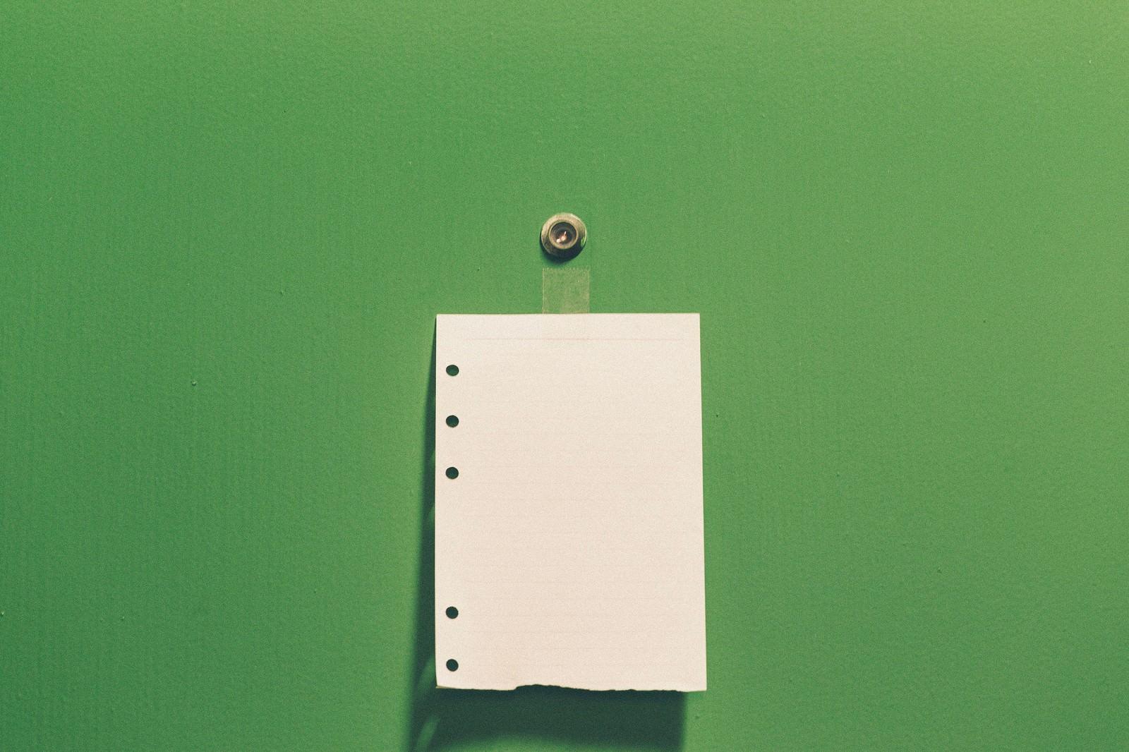 「ドアの覗き穴とメモ(勧誘お断り)」の写真