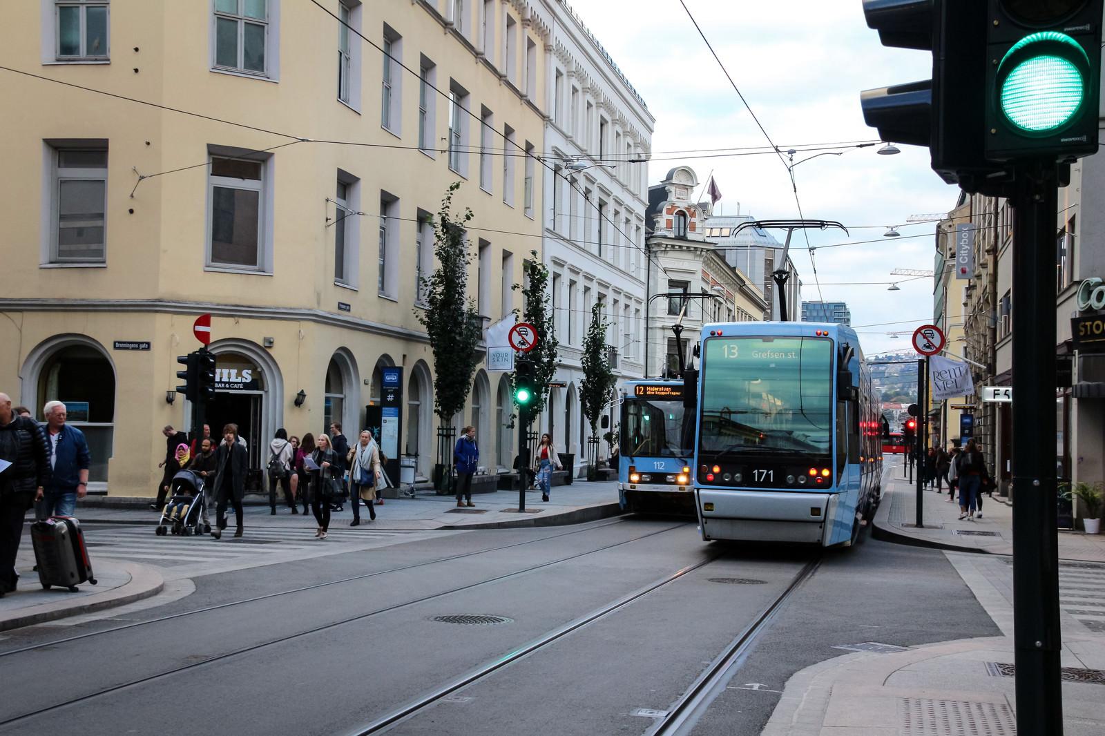「オスロの街を走る路面電車(ノルウェー)」の写真