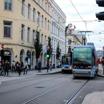 オスロの街を走る路面電車(ノルウェー)の写真