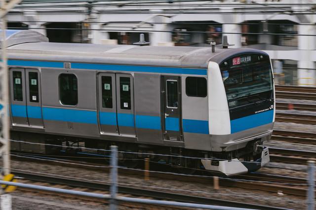 走行中の京浜東北線(快速)の写真