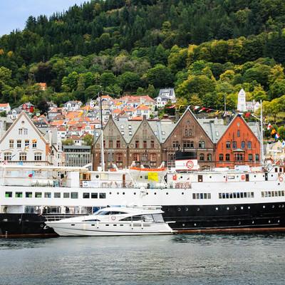 停泊中のベルゲン沿岸急行船の写真