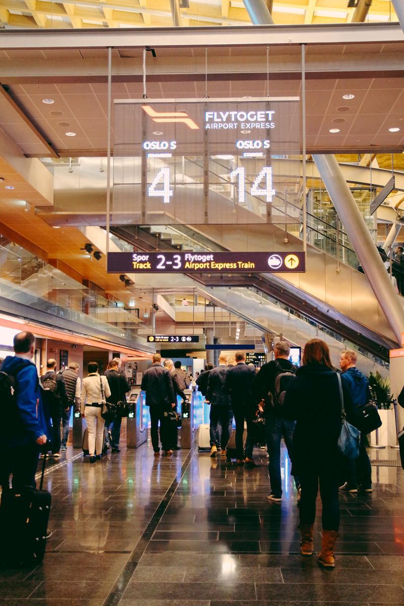 「オスロ空港のゲート」の写真