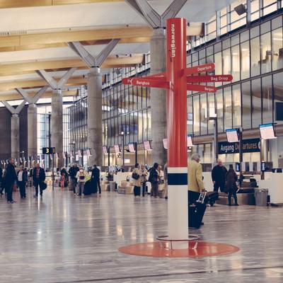 オスロ空港の出発ロビーの写真