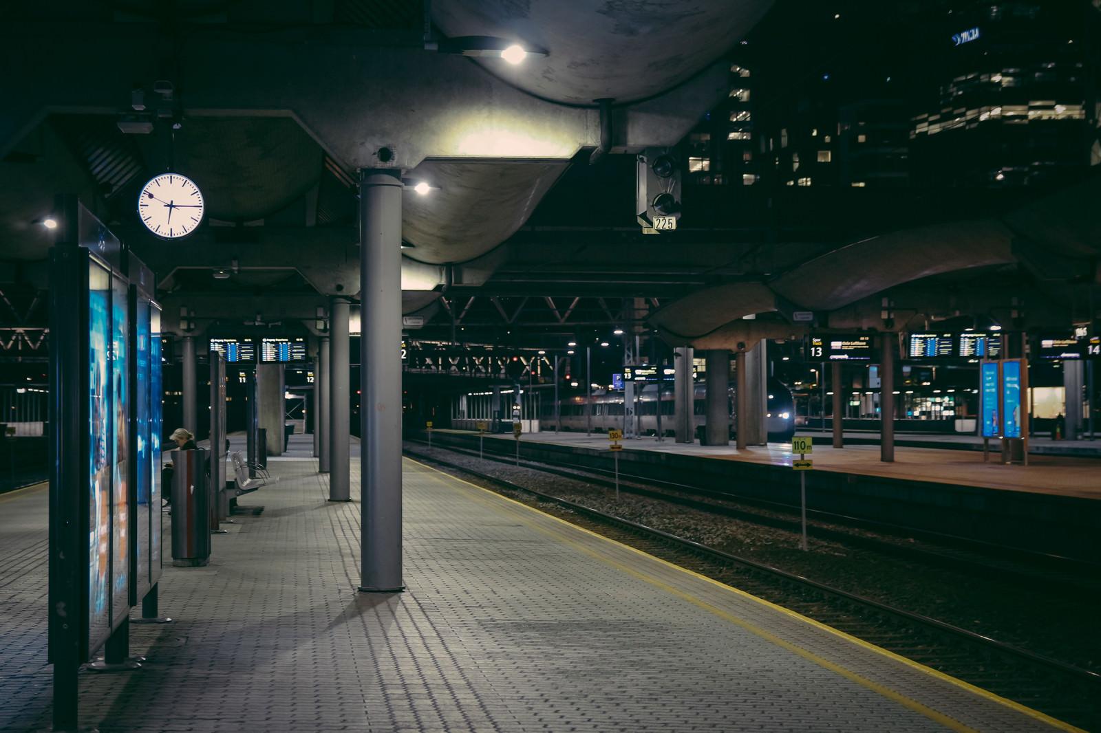 「オスロ中央駅のホーム」の写真