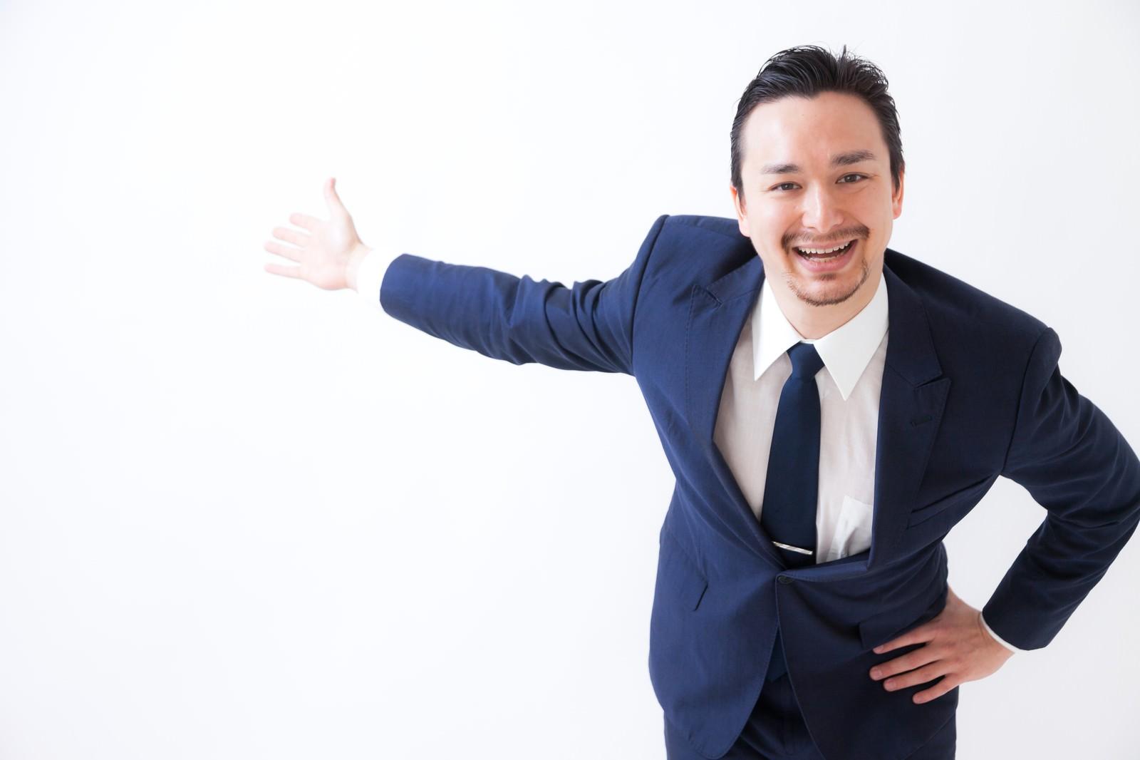 「笑顔がしつこい営業マン笑顔がしつこい営業マン」[モデル:Max_Ezaki]のフリー写真素材を拡大