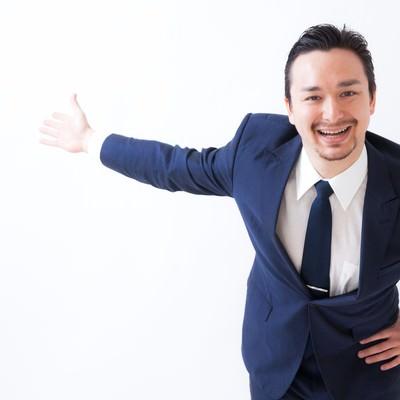「笑顔がしつこい営業マン」の写真素材