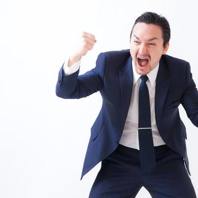 「奇声をあげるスーツ姿の外資系役員」の写真素材