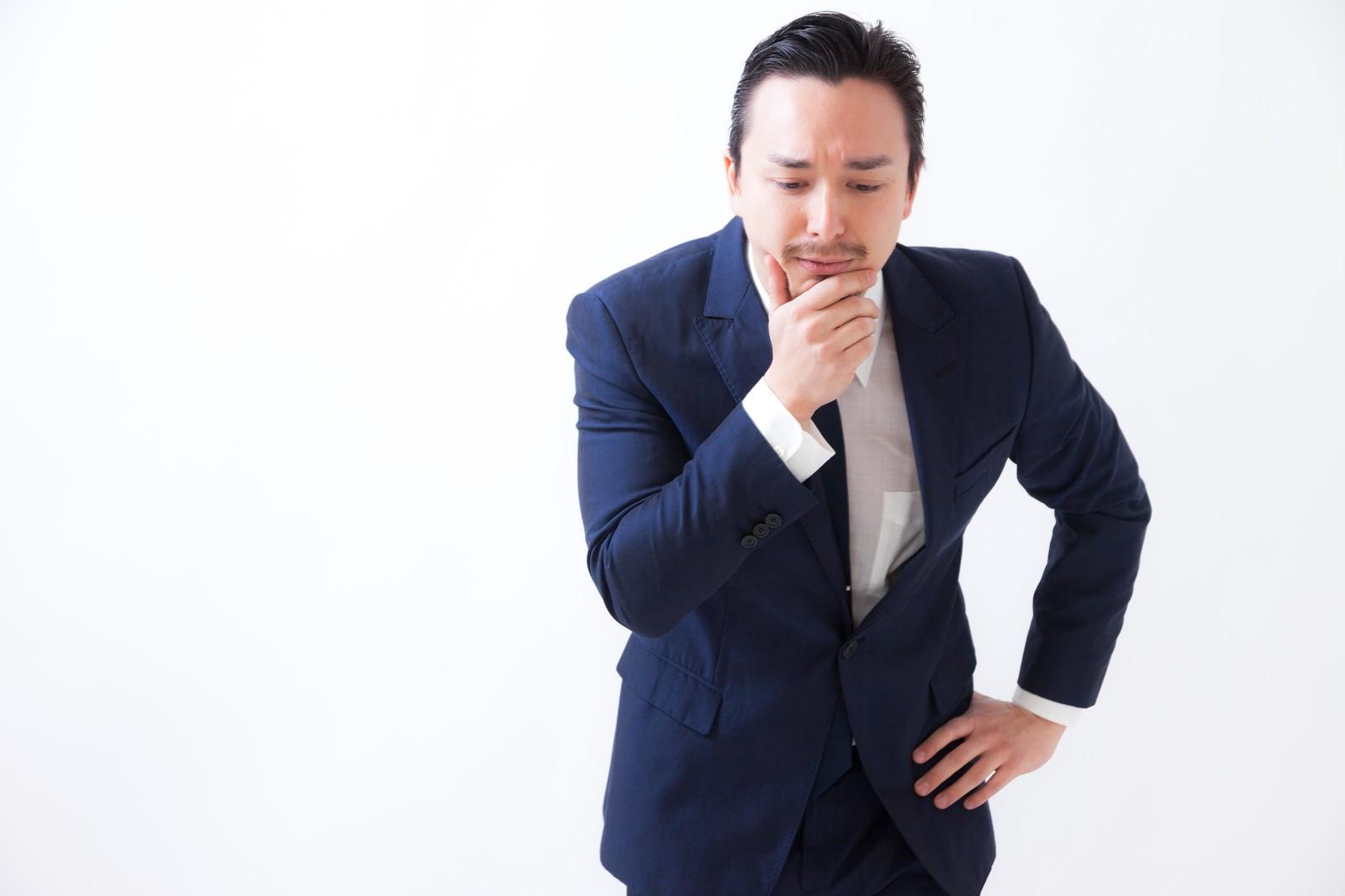 「品定めをする管理職の男性品定めをする管理職の男性」[モデル:Max_Ezaki]のフリー写真素材を拡大