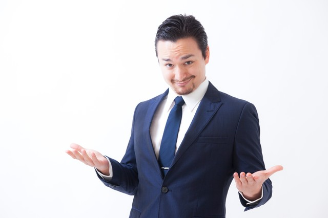 まだ日本語で消耗しているの?と挑発的な外国人男性の写真